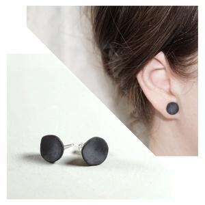 Modern design beton fülbevaló \'Tulipán\', Ékszer, Fülbevaló, Pötty fülbevaló, Szobrászat, Mindenmás, Minimalista beton fülbevaló arany/ezüst/rozé arany festéssel, vagy anélkül. \nEz a könnyű, modern fül..., Meska