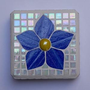 Mozaik ajtótámasz, dísz, Ajtódísz & Kopogtató, Dekoráció, Otthon & Lakás, Mozaik, Öntött beton kocka ( 10 X 10 cm ) üvegmozaikkal és spectrum üveggel díszítve. Ajtótámasznak vagy csa..., Meska