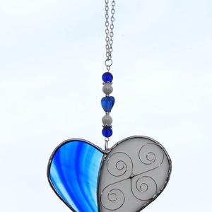 Tiffany kék szív Anyák napjára, Otthon & Lakás, Dekoráció, Ablakdísz, Üvegművészet, Tiffany technikával készített üveg szív. \nFehér színű irrizáló üvegből és kék színű barokk üvegből k..., Meska
