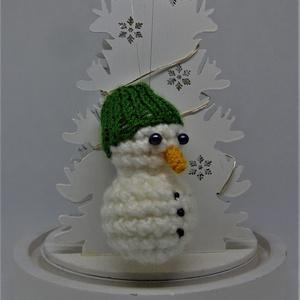 Hóember dísz (fiú), Otthon & Lakás, Dekoráció, Függődísz, Horgolás, Felfüggeszthető fiú hóember egyszerű sapkával.\nSzolgálhat gyerekszoba dekorként, de akár a karácsony..., Meska