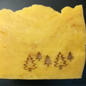 Karácsonyi mangóvajas szappan annattoval színezve, édesnarancs illóval (bubbanatur) - Meska.hu