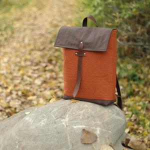NINOX kollekció - téglaszínű anyagában steppelt szövet-barna bőr hátizsák, Minimál hátizsák, Táska & Tok, Hátizsák, Hátizsák, Téglaszínű anyagában steppelt szövet és barna bőr felhasználásával készült női hátizsák.  Táska küls..., Meska