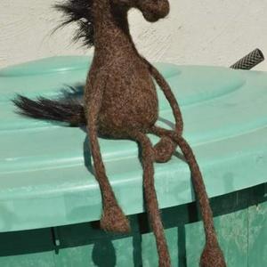 Nemez ló, Gyerek & játék, Játék, Baba játék, Játékfigura, Nemezelés, 100% gyapjúból készült nemez állatka, egyedi kialakítással és hosszú végtagokkat, lószőr farokkal és..., Meska