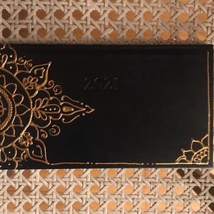 2021-es festett mandalás határidőnapló (kicsi), Otthon & Lakás, Papír írószer, Naptár & Tervező, Festett tárgyak, Akrillal festett, 2021-es határidő napló.\nKis méretű\nMérete: 9,5 x 17 cm\n\n\n, Meska