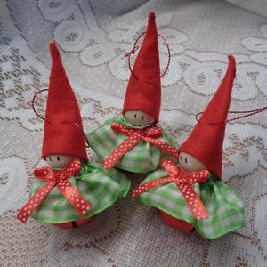 Csengettyűs karácsonyi manó karácsonyfadísz (3 db), Otthon & Lakás, Karácsony & Mikulás, Karácsonyfadísz, Varrás, Manó teste csengettyű, feje fagolyó, sisakja filc, ruhája szatén. A gyerekszoba dekorációjának ajánl..., Meska