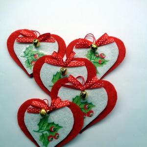Karácsonyi szívek (5 db), Otthon & Lakás, Karácsony & Mikulás, Karácsonyfadísz, Decoupage, transzfer és szalvétatechnika, Decoupage-technikával készítettem keményfilc alapra a karácsonyfa díszeket, ajándékkísérőket.\nKis cs..., Meska