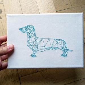 Hímzett kutya kép, Otthon & lakás, Dekoráció, Kép, Hímzés, Fa keretre feszített festővászonra hímeztem a háromszögekből szerkesztett kutyát.\n\nA kép teljes mére..., Meska