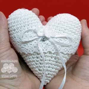 Horgolt szív alakú gyűrűtartó párna - Meska.hu