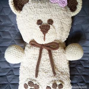 Marci vagy Mici, a macitakaró - maci alakúra hajtható horgolt gyerektakaró, Játék & Gyerek, Plüssállat & Játékfigura, Maci, Horgolás, Varrás, Meska