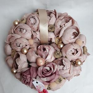 ajtódísz kopogtató, Otthon & Lakás, Dekoráció, Ajtódísz & Kopogtató, Virágkötés, Csupa-csupa halvány mályva-capuchinó színű minőségi selyemvirág és egy-két dekorgolyó teszi ünnepivé..., Meska