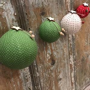 Karácsonyi gömbök  4 db egy csomagban, Karácsony & Mikulás, Karácsonyfadísz, Mindenmás, Vászon csíkokkal bevont göbök, melyekkel dekorálhatod a karácsonyfádat , illetve lakásodat is.  Nagy..., Meska