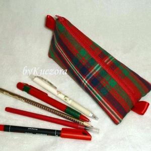 Tolltartó - piros, kék, zöld kockás, Tolltartó & Ceruzatekercs, Papír írószer, Otthon & Lakás, Varrás, Újrahasznosított alapanyagból készült termékek, Textilből készült tolltartó, de akár pipere holmi tárolására is alkalmas.\n\nBélelt, tartást adó vetex..., Meska