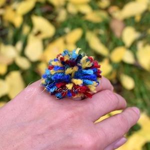 Bohó, bohém pom-pom gyűrű, Ékszer, Gyűrű, Figurális gyűrű, Ékszerkészítés, Meska