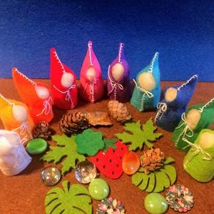 Waldorf színes manók 10 db AKCIÓ!!! -20%, Gyerek & játék, Játék, Játékfigura, Filcből készült, gyapjúval tömött, pamutcérnával varrt színes manók.. Játékfigurának, évszakasztalra..., Meska