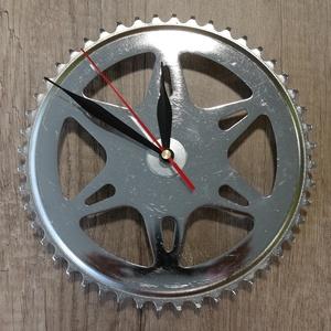 Bicikli/Kerékpár alkatrészből fali óra, Lakberendezés, Otthon & lakás, Falióra, óra, Mindenmás, Gyönyörű, különleges formája miatt igazán jól mutat fali óraként ez az öreg kerékpár lánckerék.\n\nAz ..., Meska