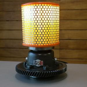 Autó alkatrészből , fogaskerékből asztali lámpa, Otthon & Lakás, Lámpa, Asztali lámpa, Mindenmás, Személyautó váltómű alkatrészéből készült ez a lámpa. Tisztítás és egy kis polírozás után minden fém..., Meska