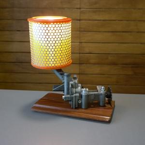 Autó alkatrészből asztali lámpa, Otthon & Lakás, Lámpa, Asztali lámpa, Mindenmás, Személyautó olajpumpájából készítettem ezt az asztali lámpát.\nA lámpa különleges sárga fényét a búra..., Meska