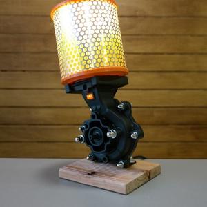Autó alkatrészből asztali lámpa, Otthon & Lakás, Lámpa, Asztali lámpa, Mindenmás, A lámpa alapját egy vízpumpa adja.\nA lámpa különleges sárga fényét a búraként használt levegőszűrő a..., Meska