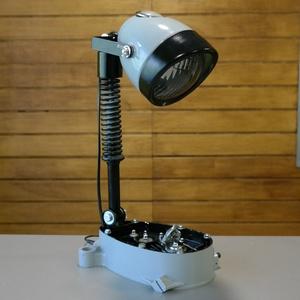 """Motor alkatrészből lámpa, Otthon & Lakás, Lámpa, Asztali lámpa, Mindenmás, Motorkerékpár alkatrészeiből készítettem ezt az asztali lámpát. A \""""talpa\"""" egy motorblokk egyik fele ..., Meska"""