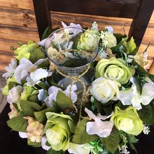 Tavaszi asztaldisz gyertyával- exclusiv asztaldísz , Otthon & Lakás, Dekoráció, Asztaldísz, Virágkötés, A koszorú teste szénaalap. . Közepén üveg váza gyertyával, az alja műanyag tálca . Teljes átmérője 4..., Meska