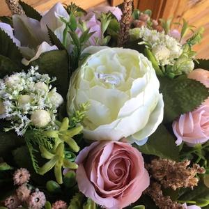 Tartós virágdoboz anyák napjára , Otthon & Lakás, Dekoráció, Asztaldísz, Virágkötés, Pasztell színű virágdoboz bármilyen alkalomra is .\nTeljes átmérője :kb 33 cm, magassága : 20 cm..., Meska
