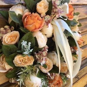 Tavaszi vidám ajtódísz , kopogtató- barack , Otthon & Lakás, Dekoráció, Asztaldísz, Virágkötés, A koszorú teste szénaalap, premium minőségű tartós virágokkal .Teljes átmérője 38 cm., Meska