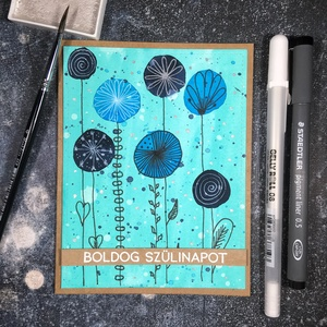 Boldog szülinapot doodle virágos képeslap, Képeslap & Levélpapír, Papír írószer, Otthon & Lakás, Papírművészet, Küldj egy borítéknyi szeretetet ezzel a képeslappal! \n\nAkvarell papírra egy kékes alapszínt kentem, ..., Meska