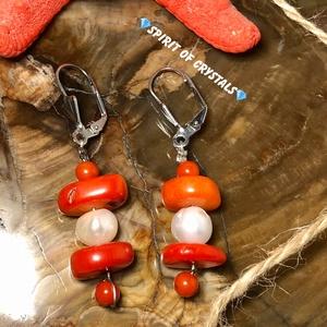 Korall-Édesvízi igazgyöngy füli, Ékszer, Fülbevaló, Lógós fülbevaló, Ékszerkészítés, Füli teljes hossza: 5,5 cm\nGyöngy mérete: 9 mm\nKorall korongok mérete:13-14 x 3-6 mm \nKorall golyók ..., Meska
