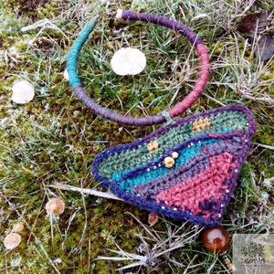 'Apolló' horgolt bohém nyaklánc gyöngyökkel, Ékszer, Nyaklánc, Medálos nyaklánc, Bohém horgogolt nyaklánc csodaszép színekben, gyöngyökkel ékesítve.  A horgolt medál legnagyobb szél..., Meska