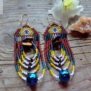'Bali' gyöngy fülbevaló, Ékszer, Fülbevaló, Lógó fülbevaló, Vidám, merész, bohém gyöngy fülbevaló Tigrisszem ásványgyönggyel.  Hossza (akasztóval együtt): 9 cm..., Meska