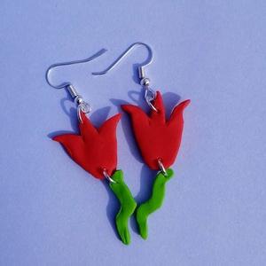 Tulipán fülbevaló süthető gyurmából - Piros/lime, Ékszer, Fülbevaló, Lógós fülbevaló, Ékszerkészítés, Gyurma, Kézzel készített , saját ötletelésű, tulipán alakú fülbevaló süthető gyurmából, nikkelmentes lógós f..., Meska