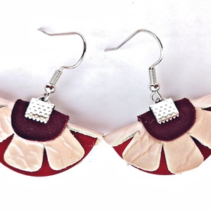 Félvirág bőr fülbevaló - Selyemfényű rózsaszín, Ékszer, Fülbevaló, Lógó fülbevaló, Bőrművesség, Ékszerkészítés, Félvirág nevezetű fülbevaló 3 kiszabott alkatrészből jött létre, amit egy szalagvéggel félbehajtotta..., Meska