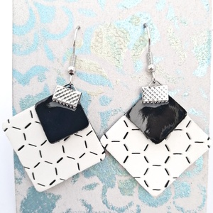 Rhomb! - Textilbőr fülbevaló - Hexa black, Ékszer, Fülbevaló, Lógó fülbevaló, Ékszerkészítés, Újrahasznosított alapanyagból készült termékek, Rombusz alakú fülbevaló, textilbőrből. \n\nNikkelmentes (Rozsdamentes acél) \nVagy 925 Ezüst alap\n\nMére..., Meska