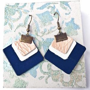 Rhomb! - Bőr fülbevaló - Blue lagune, Ékszer, Fülbevaló, Lógó fülbevaló, Ékszerkészítés, Bőrművesség, Rombusz alakú fülbevaló, valódi bőrből. \n\nNikkelmentes (Rozsdamentes acél) \n\nMéretei: 3.5*3.5cm \n\nKö..., Meska