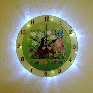 Kisvakond falióra világítással, Gyerek & játék, Gyerekszoba, Lakberendezés, Otthon & lakás, Falióra, óra, Festett tárgyak, Üvegművészet, Mesebeli hangulatot idéző, üvegfestett, egyedi készítésű falióra, mely az óralap hátoldalán találhat..., Meska