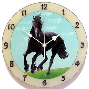 Fekete ló falióra, Otthon & lakás, Férfiaknak, Lakberendezés, Falióra, óra, Hagyományőrző ajándékok, Üvegre festett falióra.  Fríz lovat ábrázol. Fekete ló emelkedik ki a kék egéből és a fű zöldjéből. ..., Meska