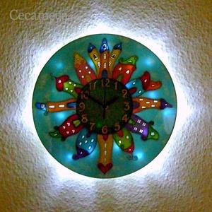 Meseváros falióra hangulatvilágítással 2., Gyerek & játék, Gyerekszoba, Lakberendezés, Otthon & lakás, Falióra, óra, Festett tárgyak, Üvegművészet, Nappal falióra, ha bekapcsolod a világítást, szolid, mesebeli fényekkel tölti meg a szobát.\n\nKedves ..., Meska