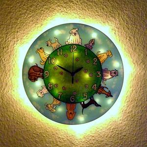 Kutyatár  falióra - világít, Falióra & óra, Dekoráció, Otthon & Lakás, Festett tárgyak, Üvegművészet, Mesebeli hangulatot idéző, üvegfestett, egyedi készítésű falióra, mely az óralap hátoldalán találhat..., Meska