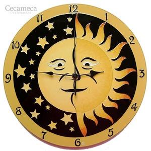 Nap és Hold falióra, Lakberendezés, Otthon & lakás, Falióra, óra, Esküvő, Nászajándék, Festészet, Üvegművészet, Üvegfestett, egyedi készítésű falióra.\n\nNap és Hold egymás ölelésében. Egyik nem létezhet a másik né..., Meska