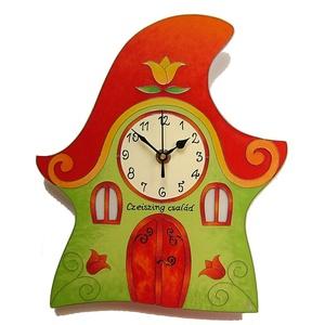 Zöld-piros házikó falióra, Otthon & lakás, Lakberendezés, Falióra, óra, Esküvő, Nászajándék, Festészet, Festett tárgyak, Üvegfestett, egyedi készítésű falióra.\nA házikók mind-mind egyediek, két teljesen egyformát ha szere..., Meska