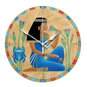 Egyiptomi lány falióra, Lakberendezés, Otthon & lakás, Falióra, óra, Esküvő, Nászajándék, Festett tárgyak, Üvegművészet, Egyiptomi témájú, egyedi készítésű, üvegfestett falióra.\n\nEgyiptomi női alakot ábrázol. Az érdekes k..., Meska