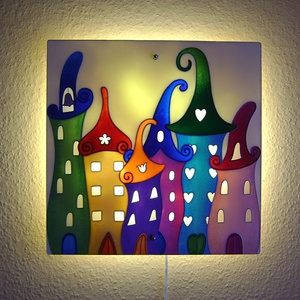"""Meseváros fali lámpa - hangulatvolágítás gyerekszobába, Otthon & lakás, Lakberendezés, Lámpa, Fali-, mennyezeti lámpa, Hangulatlámpa, Gyerek & játék, Gyerekszoba, Festett tárgyak, Üvegművészet, Valódi """"szörnyűző"""" lámpa: segíti az apróságokat az esti elcsendesedésben és a nyugodt elalvásban.\n\nM..., Meska"""