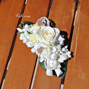 Gyöngyös, fehér rózsás francia csat - hajdísz, Esküvő, Kontydísz & Hajdísz, Hajdísz, Egyszerűen elegáns, selyem rózsa, orgonavirág - gyöngyök, francia csatra építve ...  Menyasszonyokna..., Meska