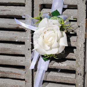 Csuklódísz fehér habózsából, Esküvő, Karkötő & Csuklódísz, Ékszer, Divatos kiegészítője az esküvőknek a csuklódísz. Adhatjuk a hölgy tanúnak, örömszülőknek, de a kiseb..., Meska