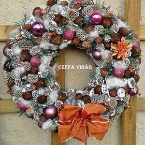 """""""Havas csillogás"""" ajtódísz, kopogtató  , Otthon & Lakás, Dekoráció, Koszorú, 20 cm-es moha alapra ragasztottam  terméseket, csillogó gömböket,  karácsonyi szalaggal, havas tuja ..., Meska"""