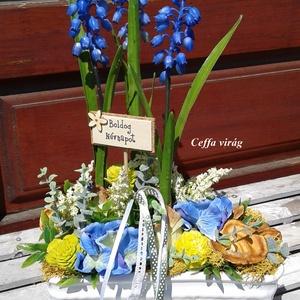 Kék gyöngyike - a tavasz hírnöke, Otthon & Lakás, Asztaldísz, Dekoráció, Ki ne szeretné a bájos szépségű gyöngyike virágot. Műnövény formájában is találunk igazán élethű vál..., Meska