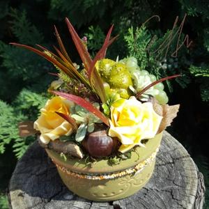 """Őszi bőség tál - zöld kerámia tálban, Csokor & Virágdísz, Dekoráció, Otthon & Lakás, Virágkötés, \""""Itt van az ősz, itt van újra\""""\n\nPetőfi Sándor versének ide vágó sorával köszöntjük az őszt.  Az első..., Meska"""