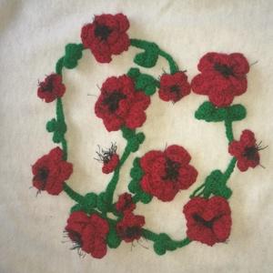 Nyaklánc, Piros virágokkal díszített nyakbavaló eladó, Ékszer, Nyaklánc, Hosszú nyaklánc, Nyaklánc, Piros virágokkal díszített nyakbavaló eladó Hossza kb. 138 cm 7 nagy piros virág dísziti a..., Meska