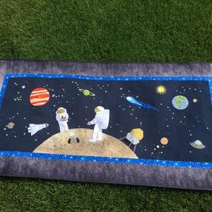 Űrhajós falvédő, Gyerek & játék, Gyerekszoba, Falvédő, takaró, Patchwork, foltvarrás, Lilla kisfiának készült ez a falvédő, mérete 170x85 cm., Meska