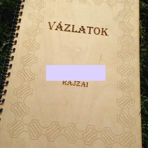 Faborítós spirál füzet spirálfüzet A4, Jegyzetfüzet & Napló, Papír írószer, Otthon & Lakás, Famegmunkálás, Fából, kézzel és lézervágással készített magyar termék, új.\nA füzet mérete: A4\nLapok száma: 50 db\nA ..., Meska
